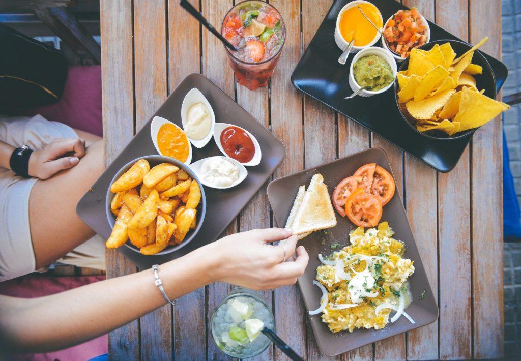 Thai 8 tuần nên ăn uống gì