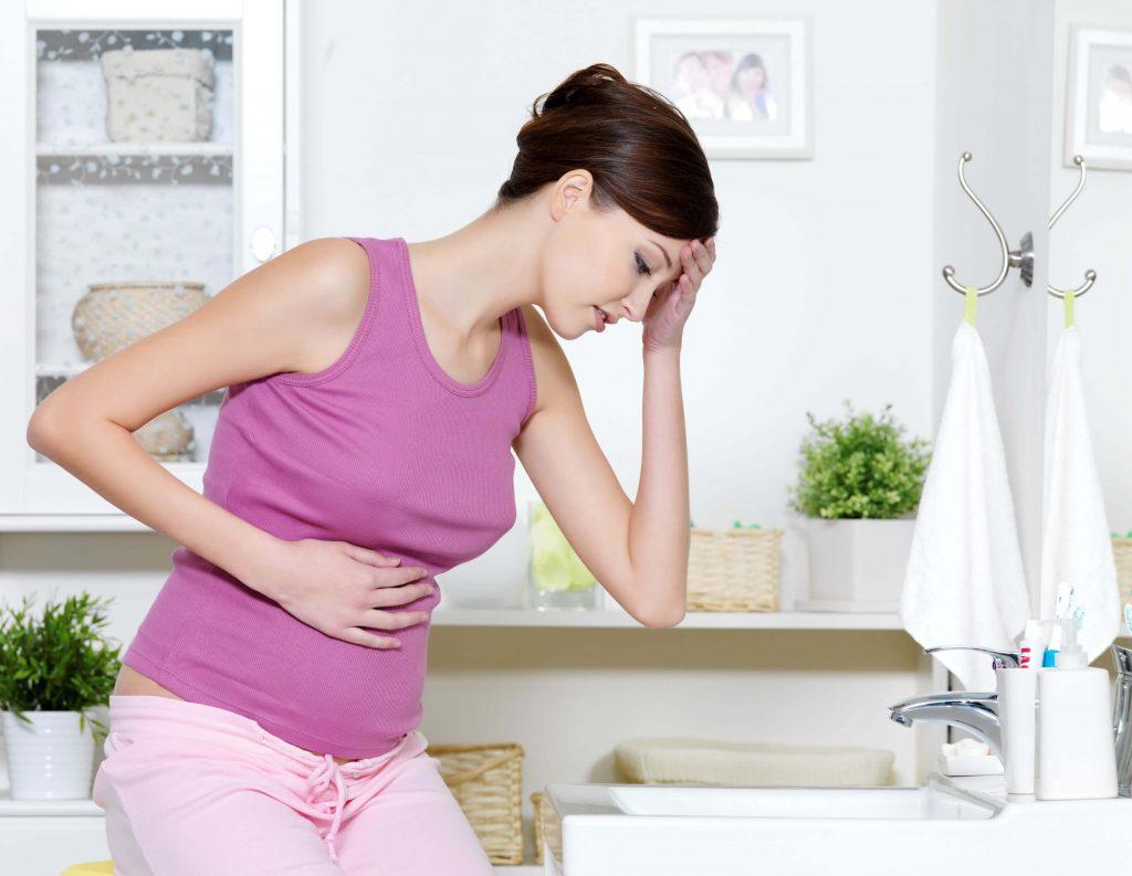 Những triệu chứng của cơn ốm nghén bắt đầu xuất hiện vào tháng thứ nhất thai kỳ
