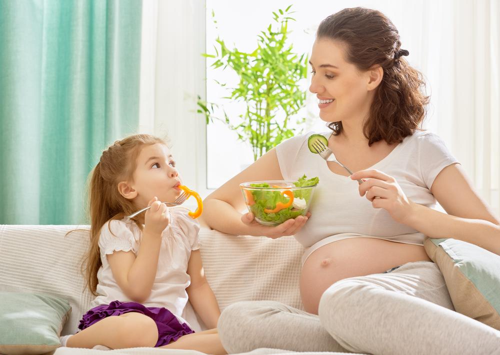 Mẹ bầu ăn cho hai người là quan điểm sai lầm