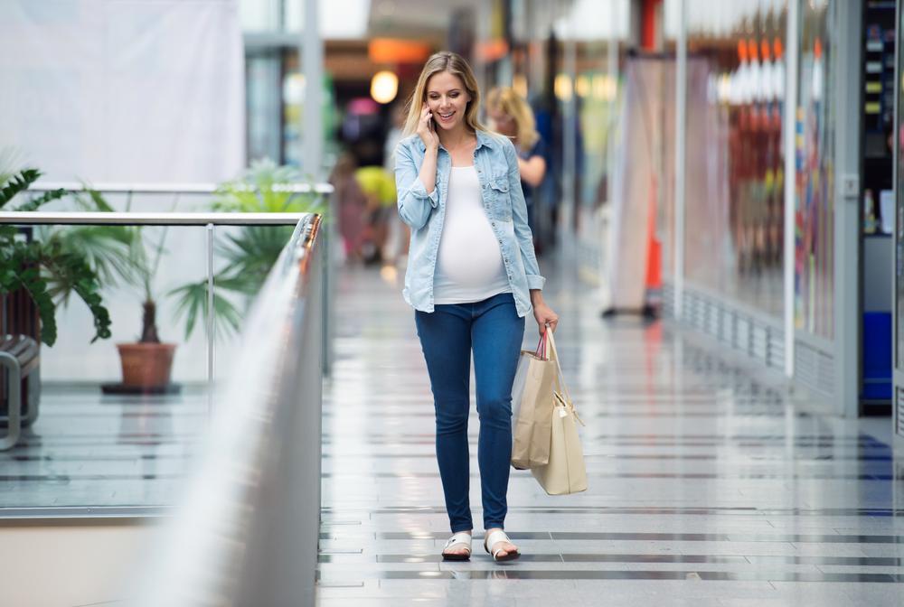 Mẹ bầu nên mặc trang phục thoải mái trong thai kỳ