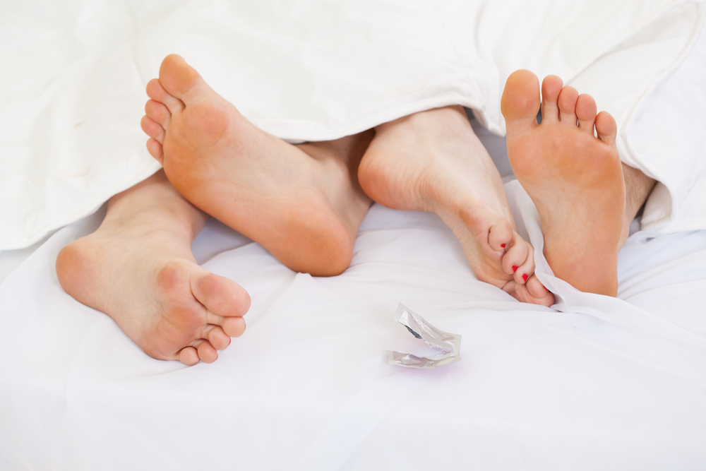 Phòng tránh các bệnh lây nhiễm qua đường tình dục bằng bao cao su