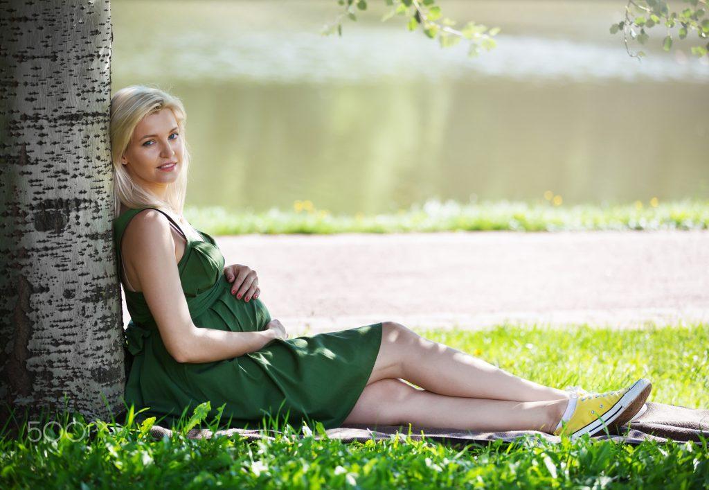 Tắm nắng giúp cơ thể mẹ tổng hợp nhiều vitamin D