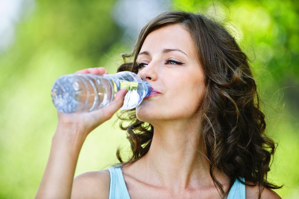 Uống nhiều nước có thể cho kết quả bút thử thai sai