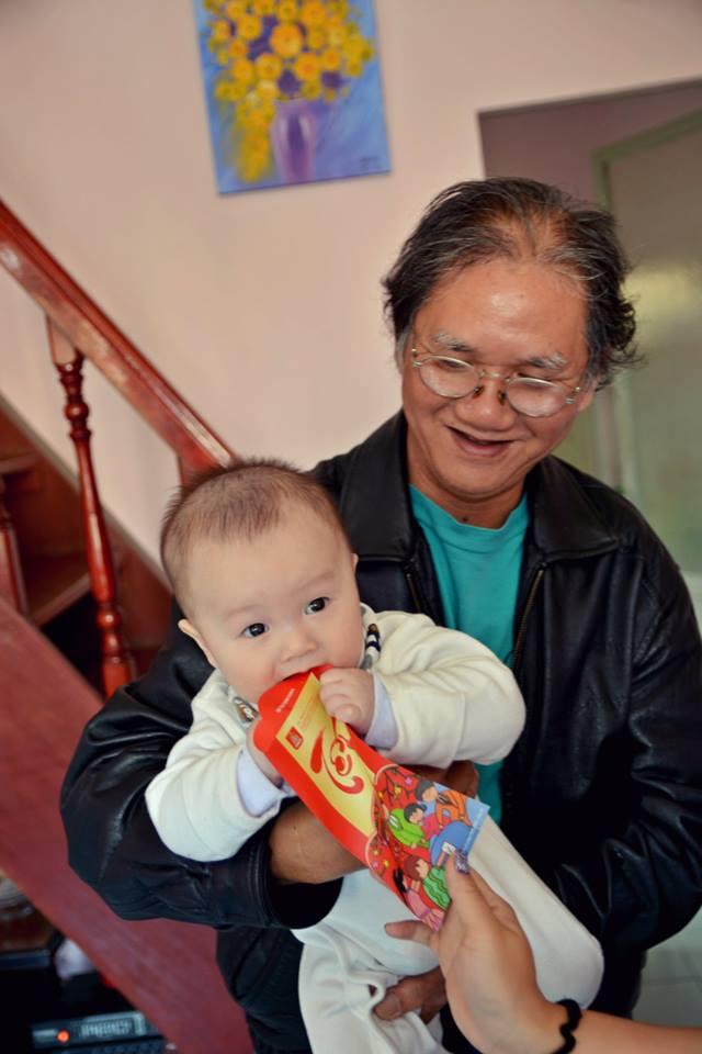 Bé Fan và ông ngoại