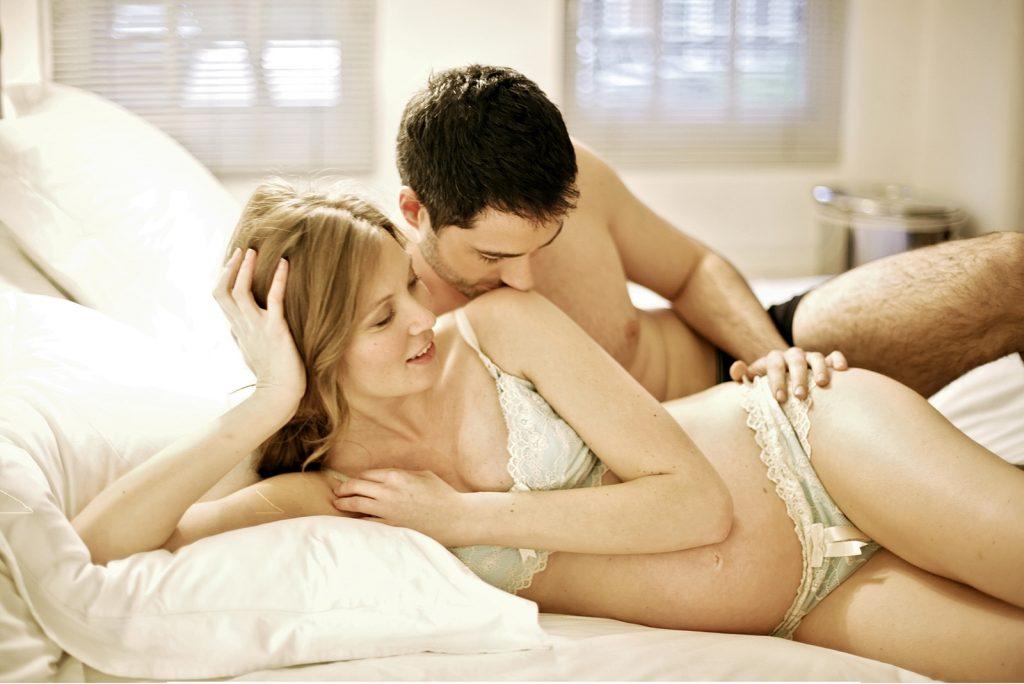 Mang thai tháng thứ 5 có nên quan hệ