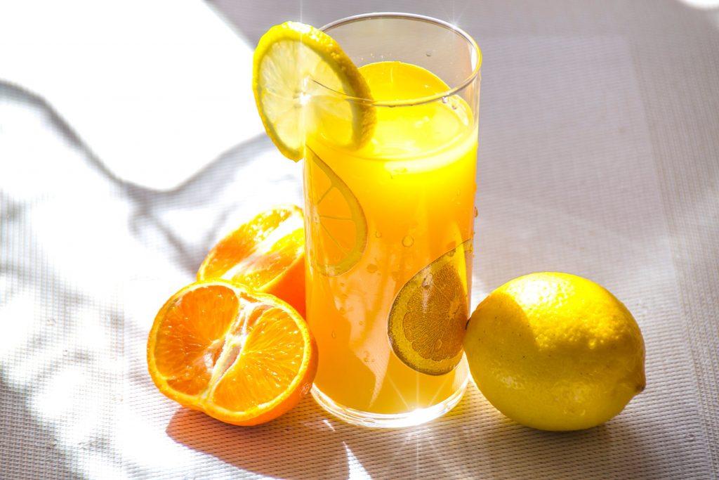 Vitamin C giúp tăng cường hấp thụ sắt cho cơ thể