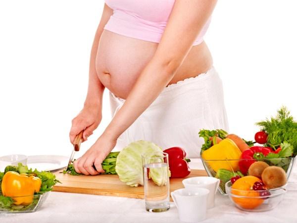 Mẹ hãy chú ý cung cấp đầy đủ chất dinh dưỡng trong giai đoạn này