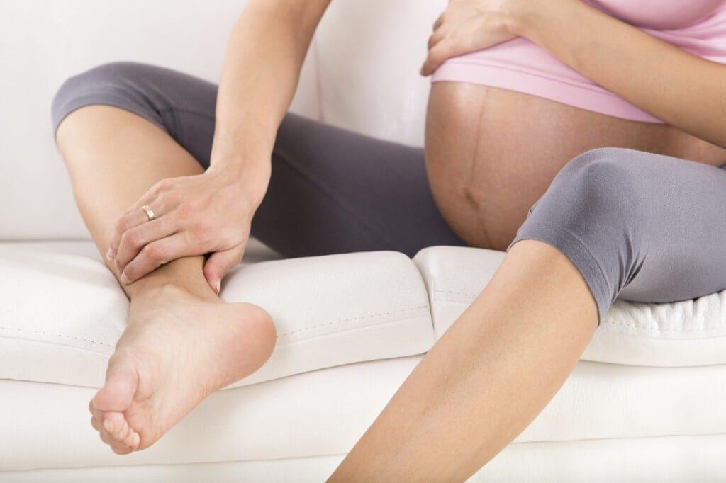 Mẹ bầu bị phù chân khi mang thai tháng thứ 7