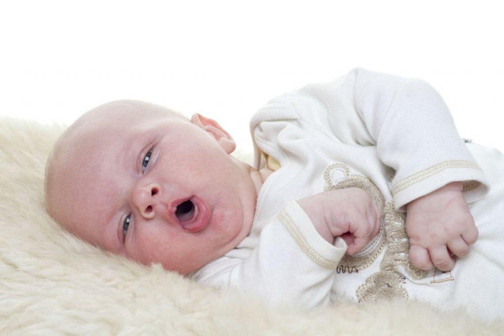 Hiện tượng trẻ sơ sinh thở khò khè và ho là rất phổ biến