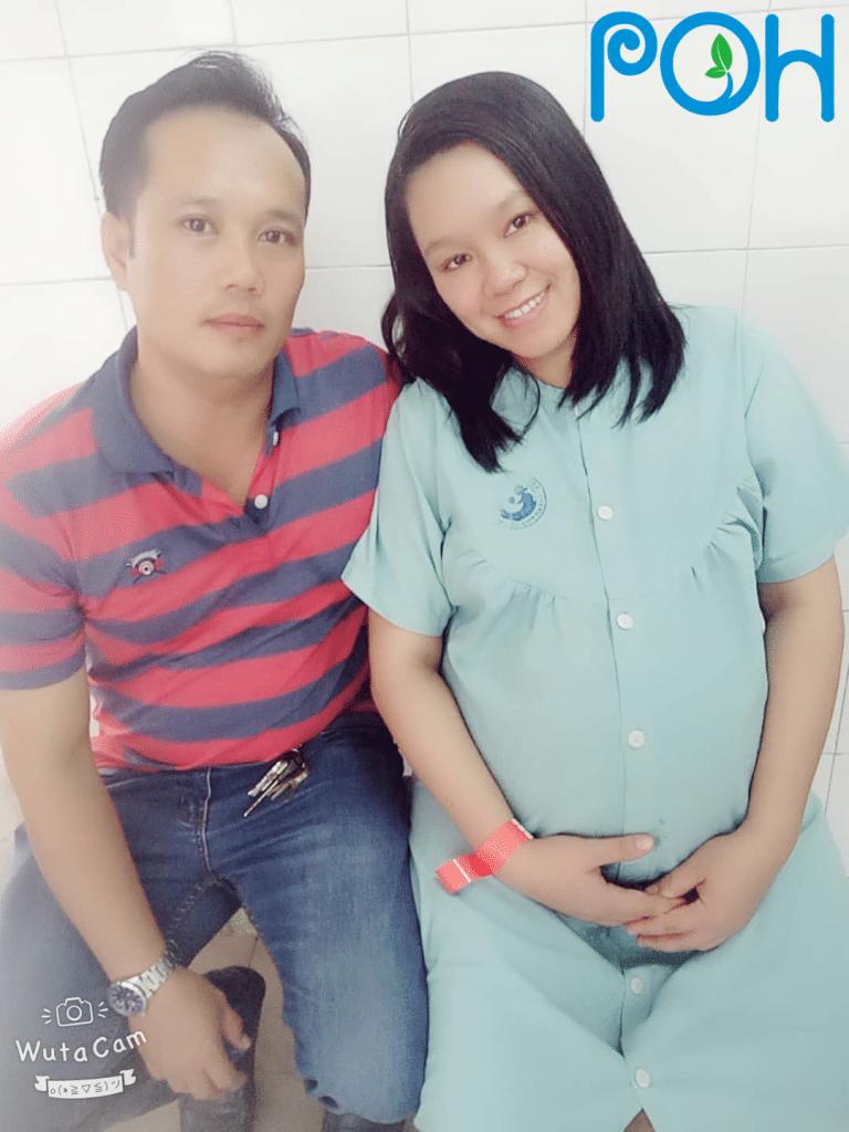 Mẹ Nguyễn Thương Huyền cùng chồng
