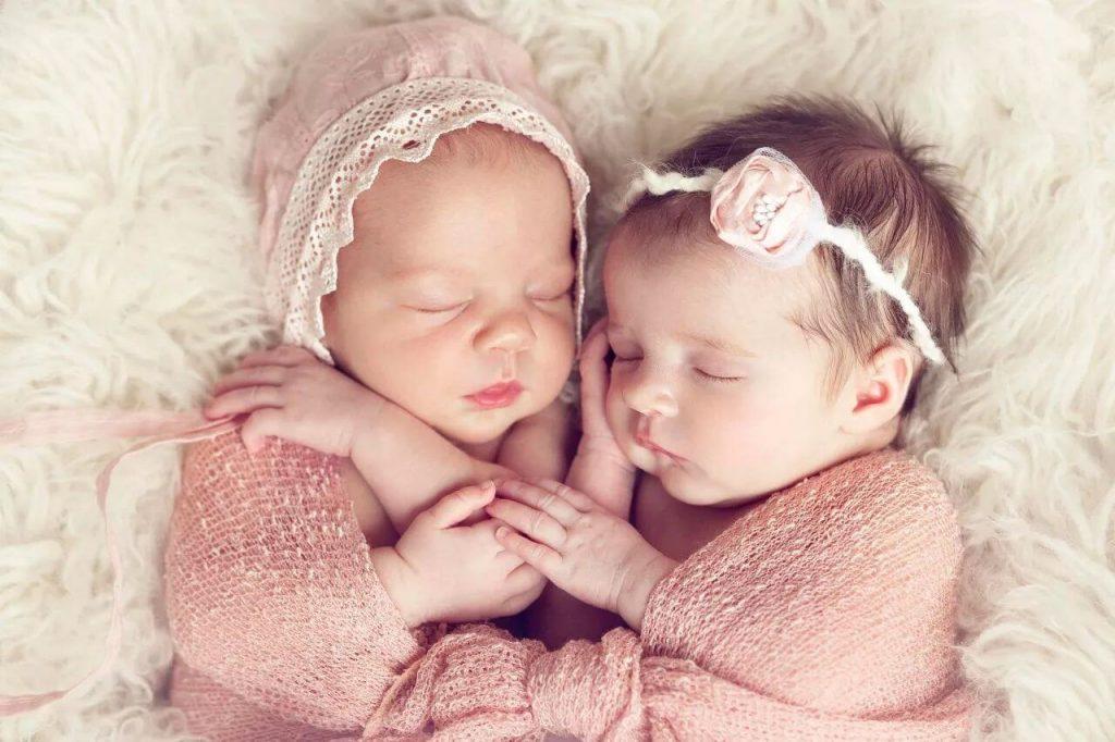 Hành trình chăm con của bà mẹ sinh đôi