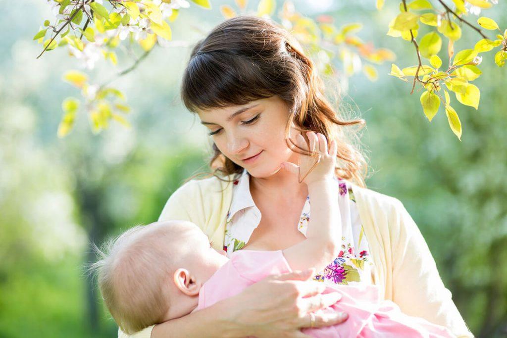 lượng sữa bú của trẻ sơ sinh thế nào là đủ