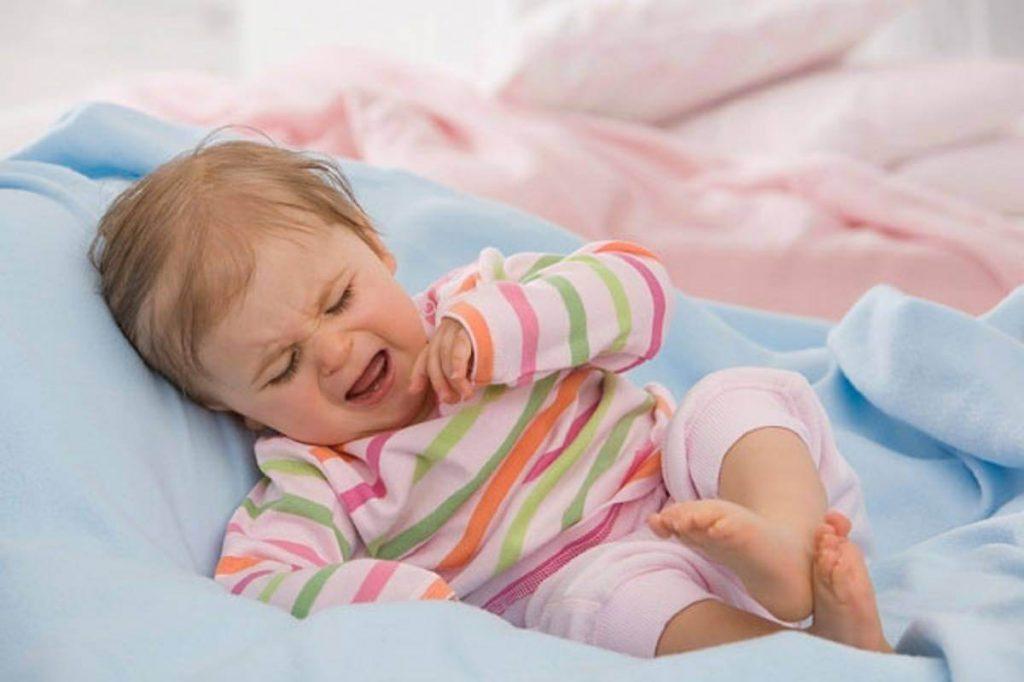 trẻ khó ngủ phải làm sao