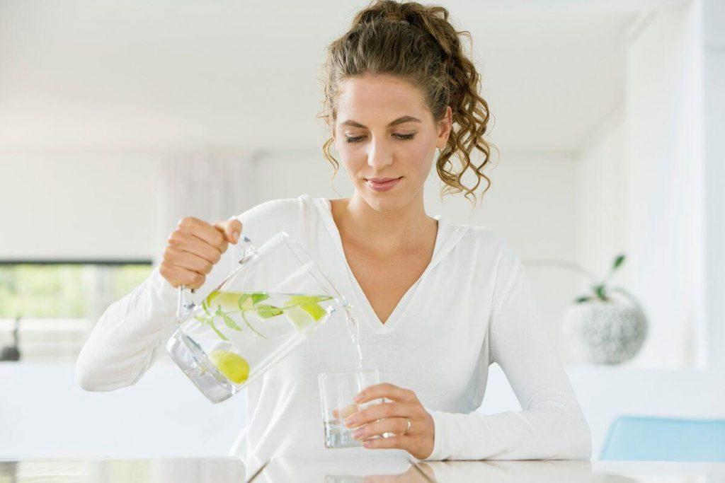 Uống đủ nước để thai kỳ khỏe mạnh