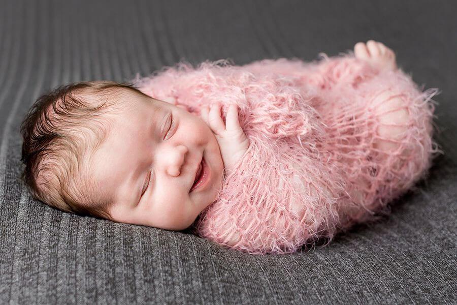 Trẻ sơ sinh 1 tuần tuổi phát triển thế nào