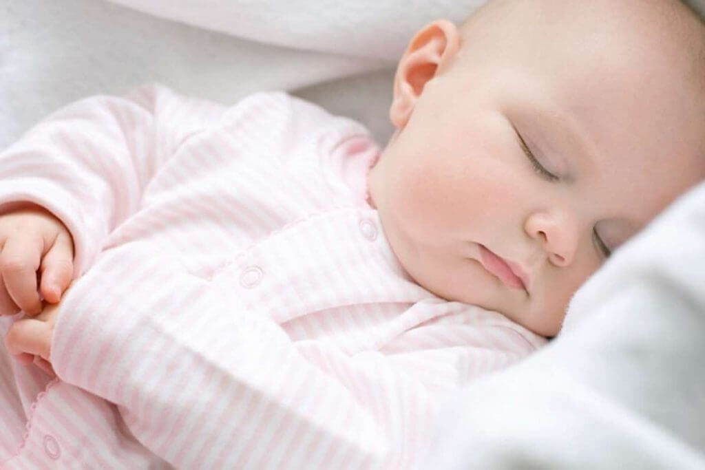 Trẻ sơ sinh 3 tháng tuổi tuần 4