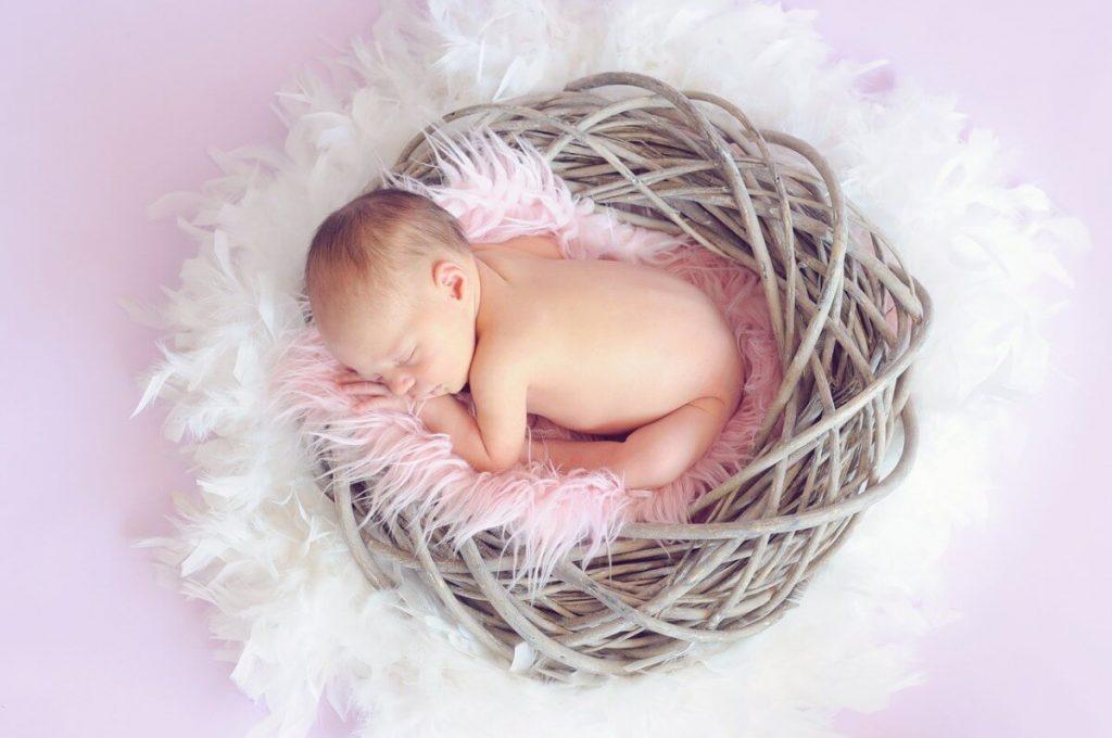 Trẻ sơ sinh 2 tháng tuổi nặng bao nhiêu kg