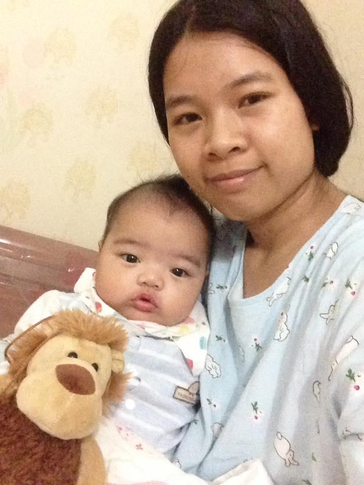 Mẹ Hoa Đăng và con yêu