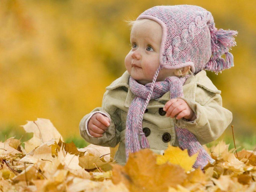 Ba mẹ nên mang theo khăn và mũ để con yêu không bị lạnh