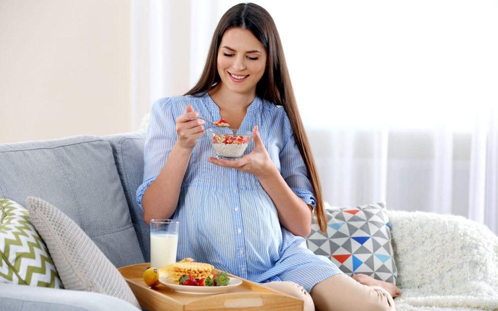 Chế độ dinh dưỡng phù hợp giúp mẹ bầu hạn chế tình trạng tăng huyết áp