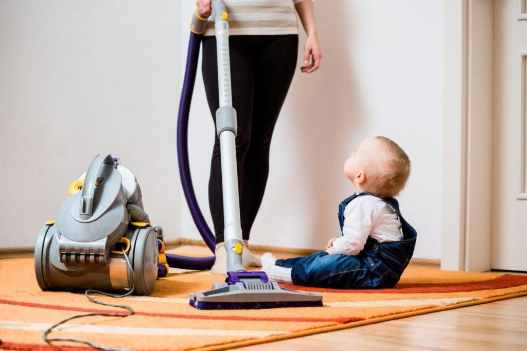 Chăm sóc em bé sơ sinh có nên quá sạch sẽ