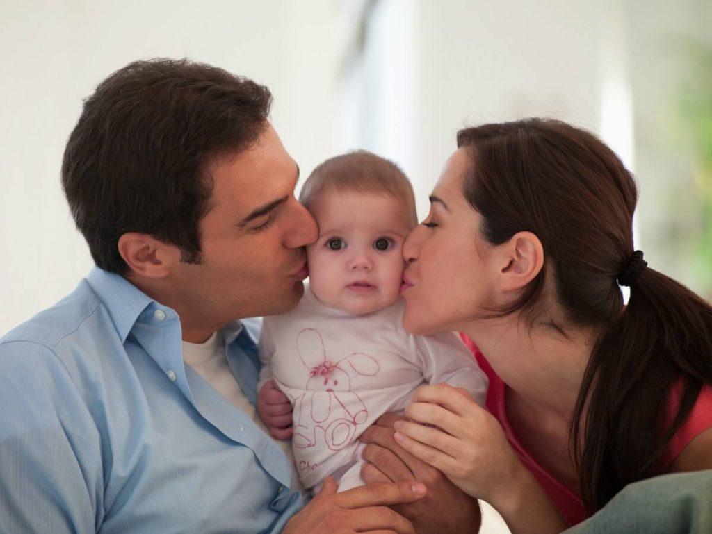 Để duy trì tình bạn sau khi có con, ba mẹ nên lên kế hoạch trước cho các buổi hẹn riêng