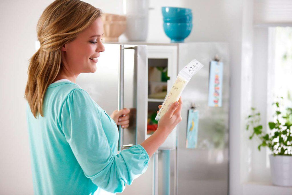 Ba mẹ bảo quản sữa mẹ trong tủ lạnh đúng cách