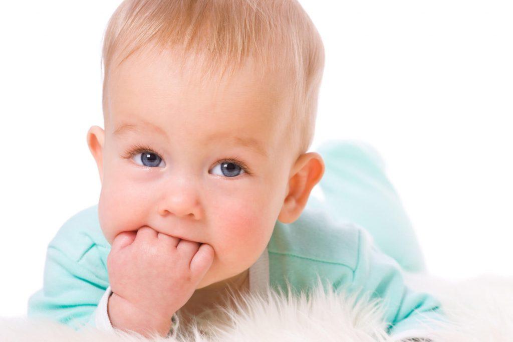 Trẻ mọc răng có những biểu hiện gì