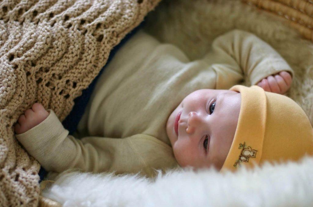 Trẻ sơ sinh quấy khóc nhiều là một trong những dấu hiệu con không còn hứng thú nữa.